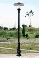 cột đèn bamboo chiếu sáng sân vườn